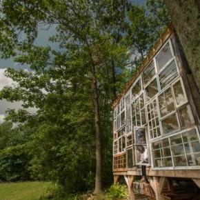 Video: Wegdromen bij dit glazen huis in de bossen…