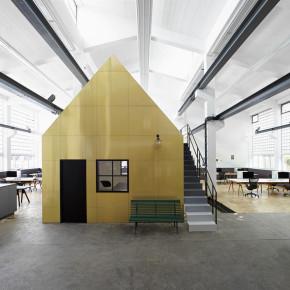 Werkplek: een oude ijzerfabriek wordt een studio