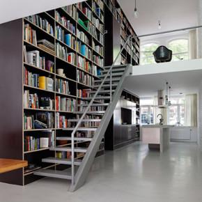 Verticale Loft met een indrukwekkende bibliotheek